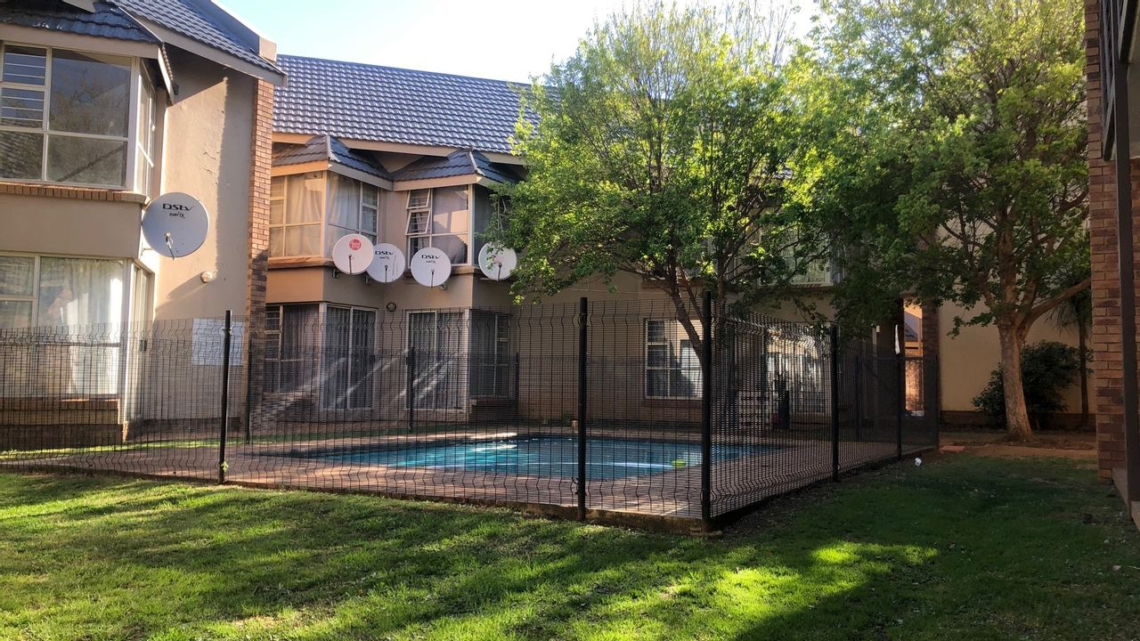 2 Bedroom Apartment For Sale in Dassie Rand
